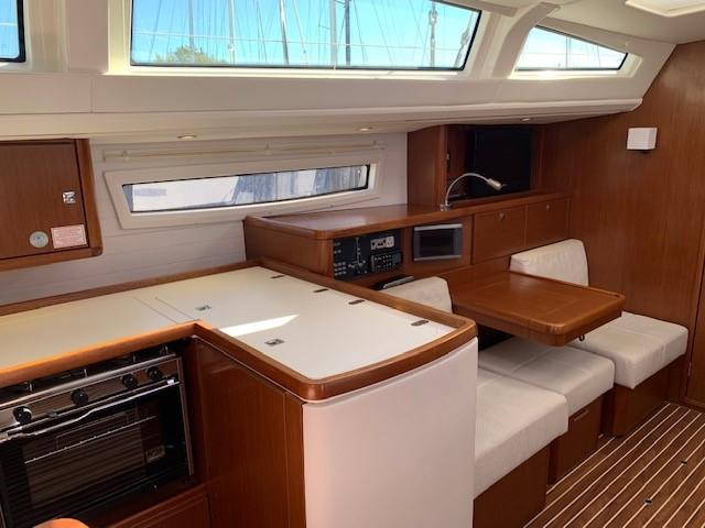 2013 Bavaria Vision 46 Saloon port