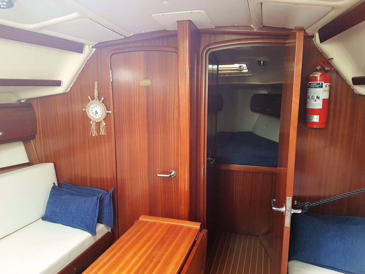 2002 Bavaria 36 Cruiser Belowdecks - Bajo cubierta - Unter Deck