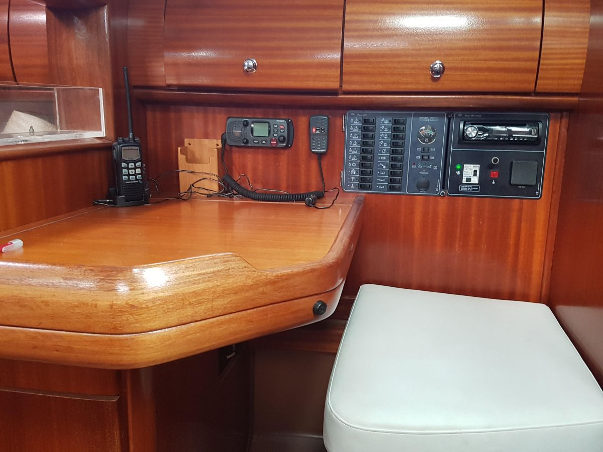 2002 Bavaria 36 Cruiser Chart Table - Mesa de cartas - Kartentisch