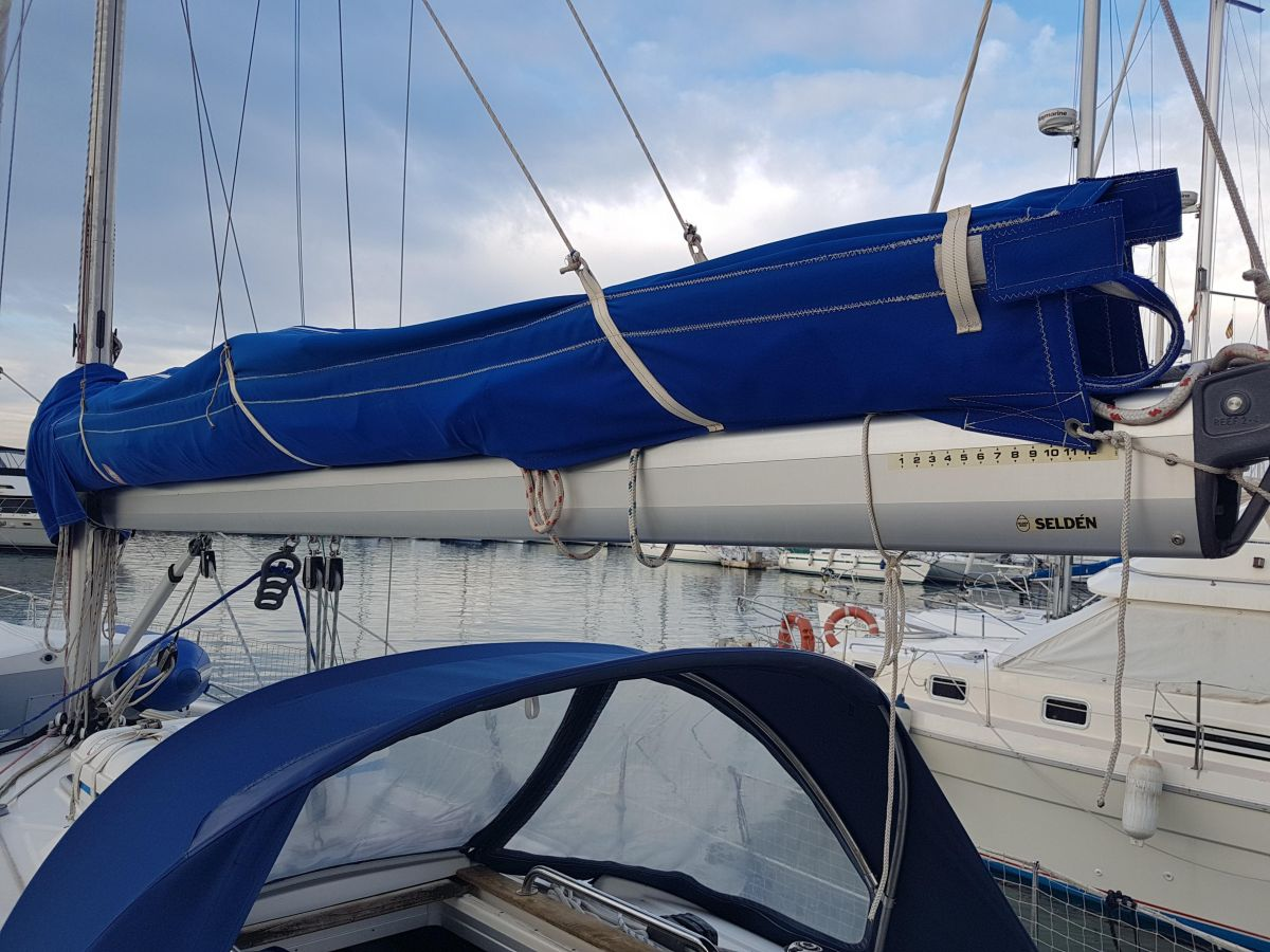 2002 Bavaria 36 Cruiser Lazy Bag - Lazy jacks