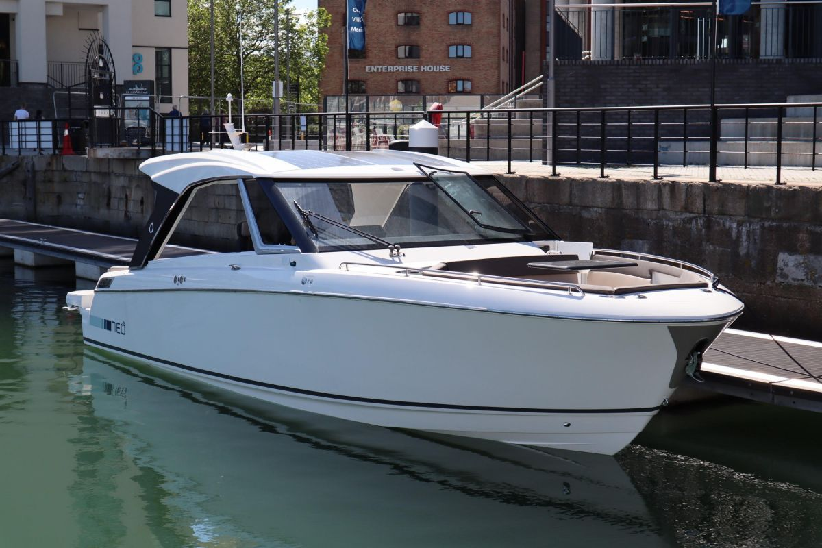 2020 Greenline Neo HT for sale in Southampton by Clipper Marine Spain