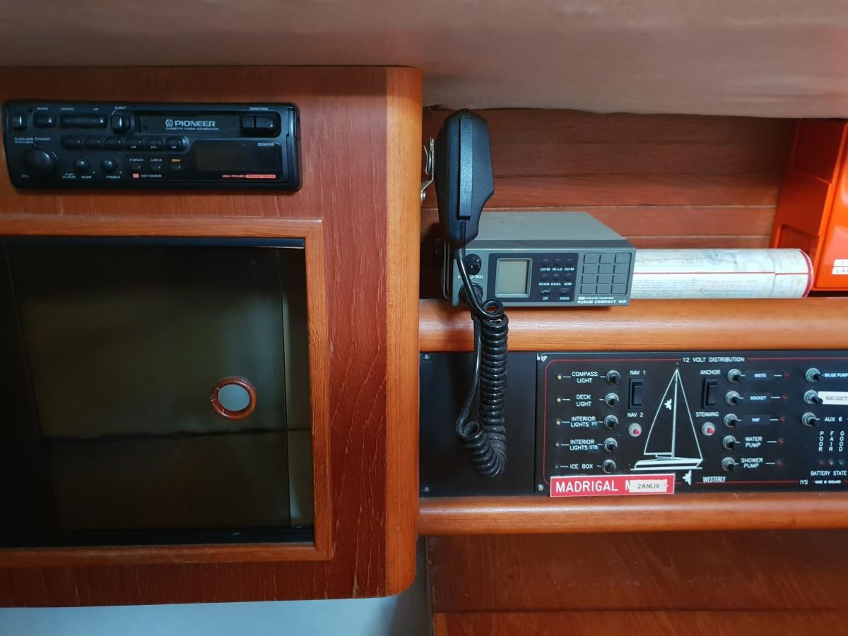 1992 Westerly Fulmar 32 Chart Table Nav